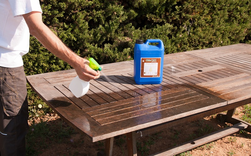 Comment entretenir les mobiliers de jardin en bois sem jardin Traitement table de jardin en bois