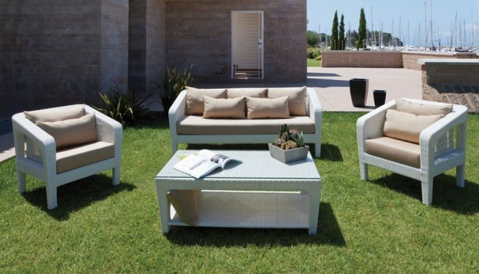 Salon De Jardin Confortable. Cheap Confortable Un Salon De Jardin En ...